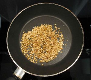 Roasting rice in a pan